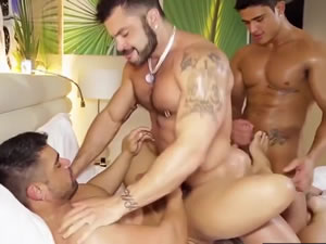 Muscled gays fucking and sucking - XXX Latina threesome