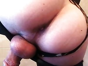 Play with my sissy ass and butt plug